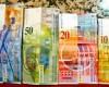 Prima decizie in justitie in favoarea clientilor cu credite in franci elvetieni: Ratele, platite la cursul de la contractarea creditului