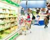 Unele hipermarketuri incearca sa renegocieze taxele cu furnizorii pentru a suplini viitoarele reduceri de pret din scaderea TVA