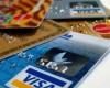 Nouă din zece români de la oraş au un card bancar şi efectuează plăţi de două ori pe săptămână