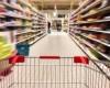 Românii au cheltuit cu 20% mai mult pe alimente după reducerea TVA-ului