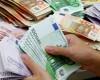 Leul începe săptămâna în forţă. Euro scade sub 4,5 lei