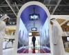 Aeroportul din Dubai are un tunel tip acvariu care iti scaneaza fata in timp ce treci prin el